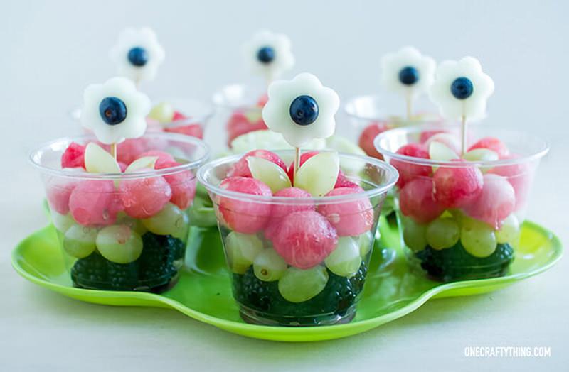 copinho-com-frutas-para-servir-de-sobremesa-no-casamento
