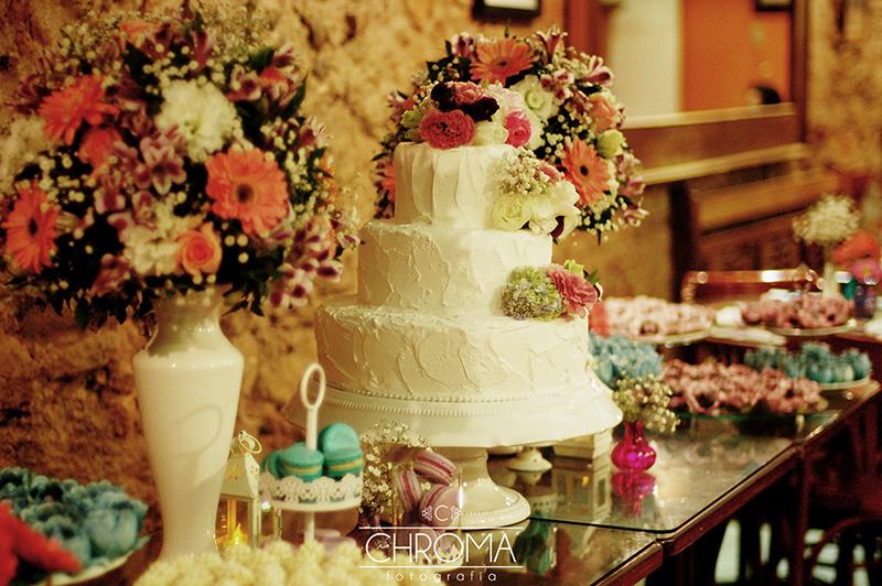 18 mesas de bolo de casamento para voc u00ea se inspirar eNoivado -> Decoração De Bolo Com Flor Natural