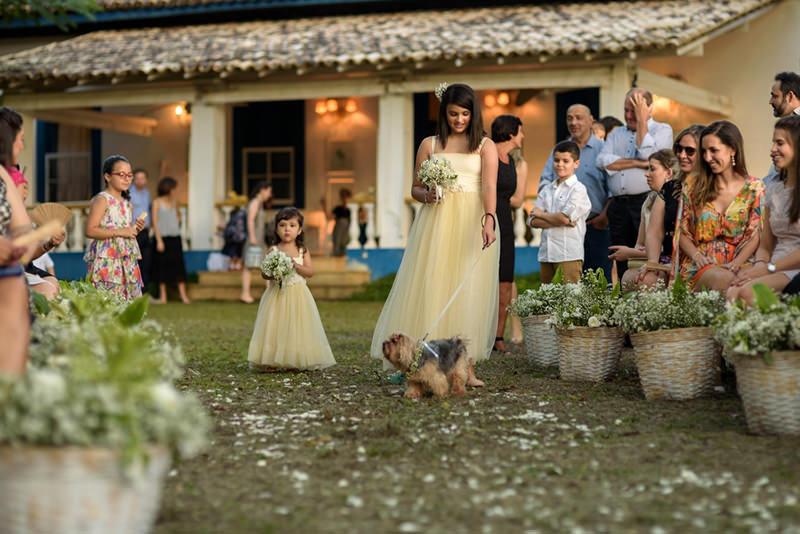 daminhas-com-cachorro-na-cerimonia-de-casamento-na-fazenda