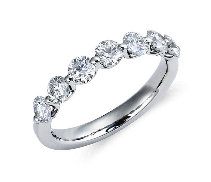 alianca-de-casamento-platina-diamantes-bluenile