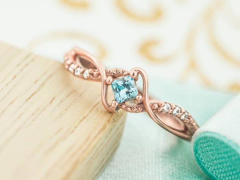 15-anel-denoivado-Julie-Abelstedt-ouro-branco