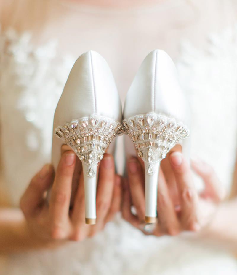 sapato-de-noiva-branco-com-brilhos