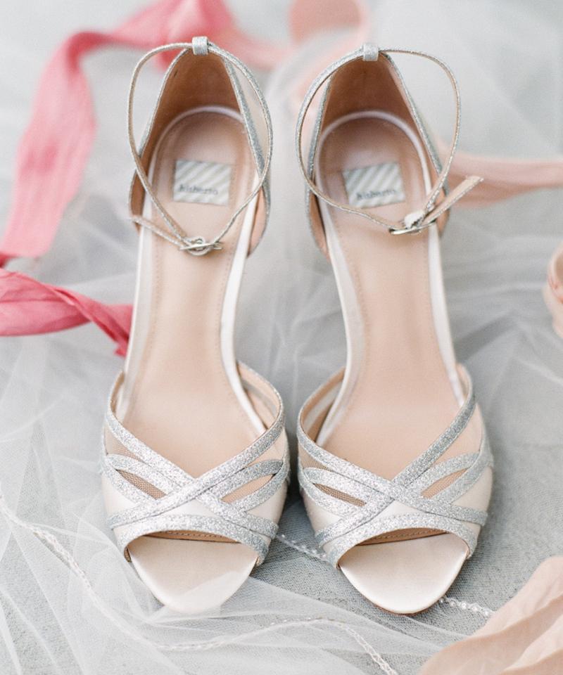 sapato-de-noiva-com-detalhe-prata