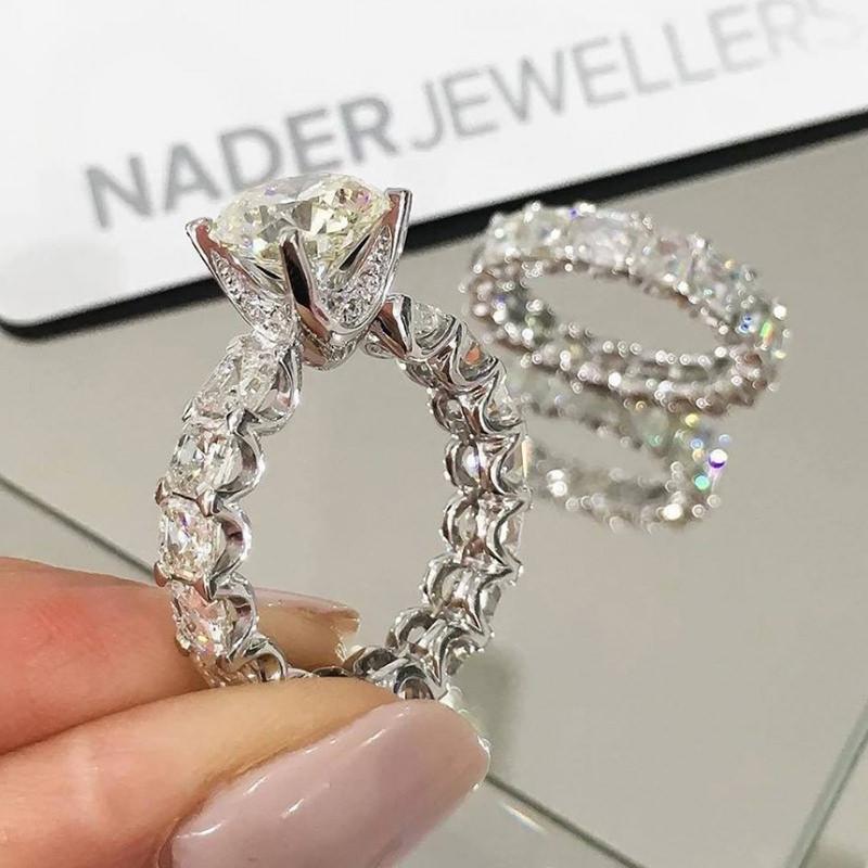 anel-de-noivado-cravejado-de-diamantes