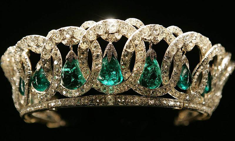 tiara-da-rainha-Elizabeth-esmeralda