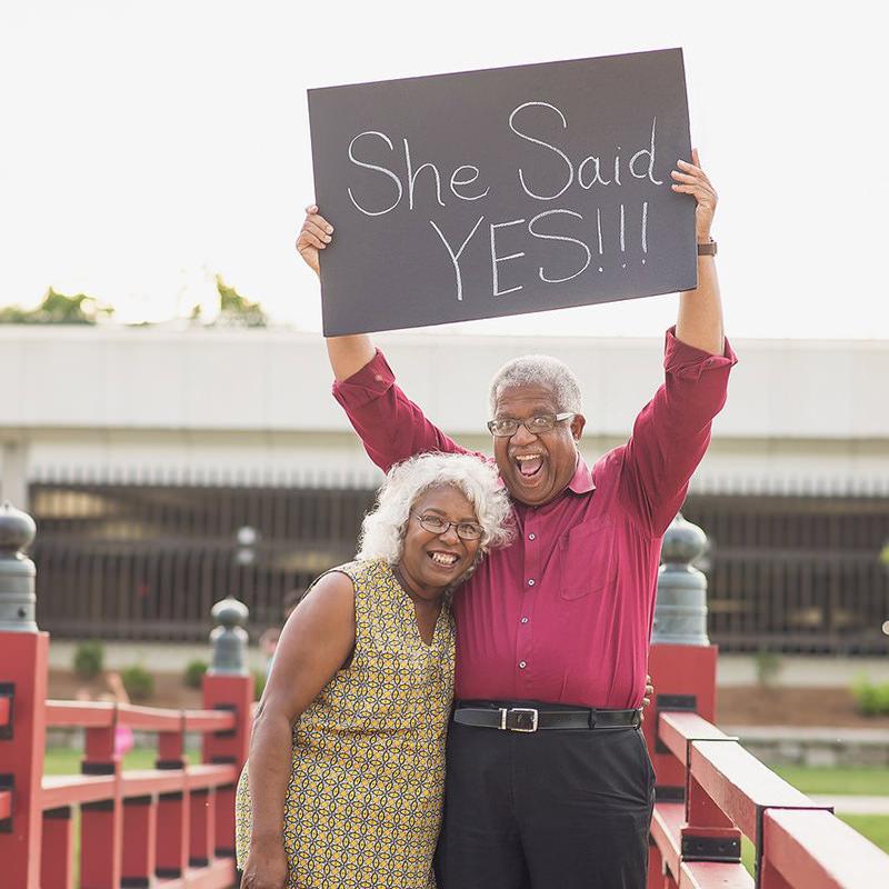 Enoivado-pedido-de-noivado-casal-de-idosos-she-said-yes