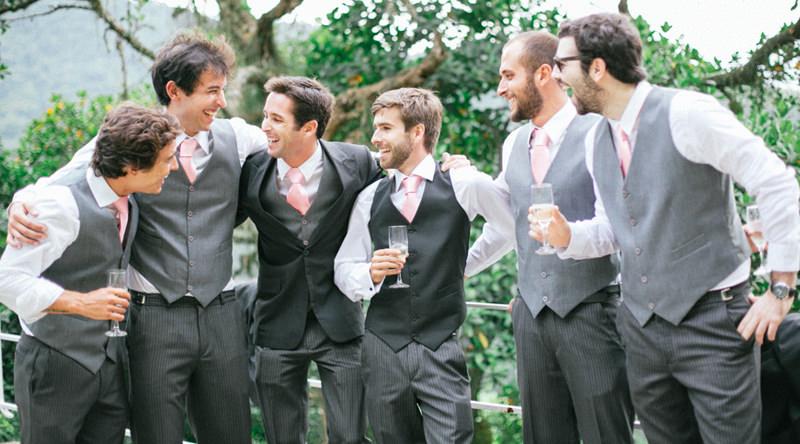 dica-de-look-elegante-com-gravata-colorida-para-padrinhos