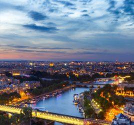 torre-eiffel-rio-sena-franca-viagem-romantica-em-paris-de-noite