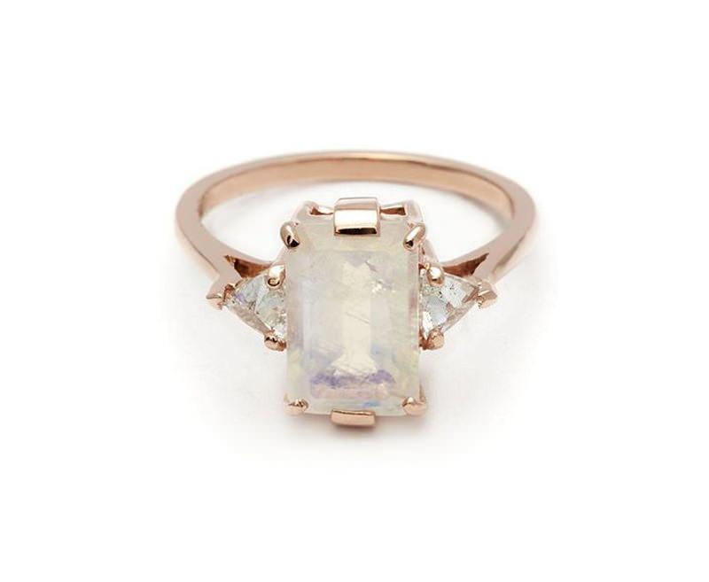08-anel-de-noivado-com-safira-branca
