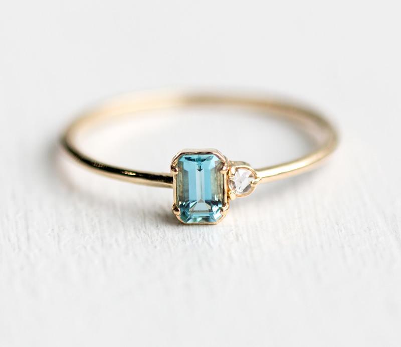 09-anel-de-noivado-simples-de-agua-marinha-e-diamante