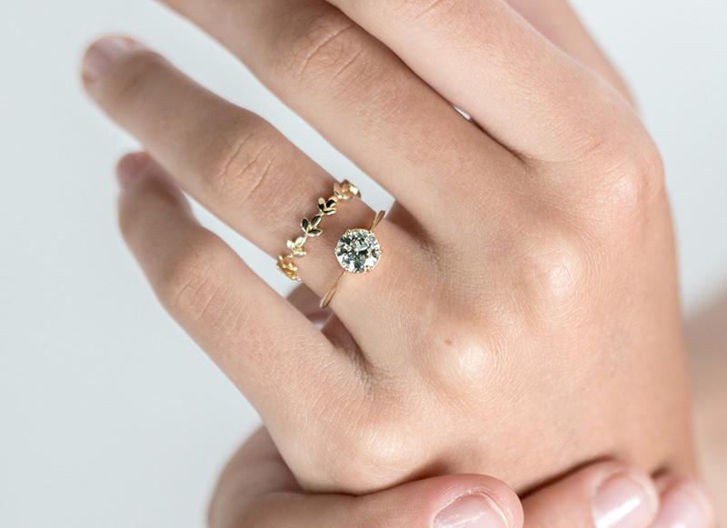 10-anel-de-noivado-classico-e-minimalista