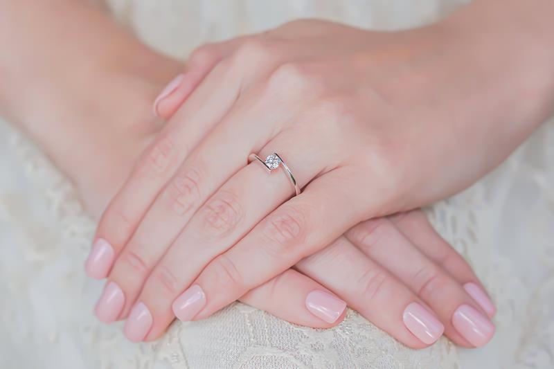 14-anel-de-noivado-minimalista-e-diferente