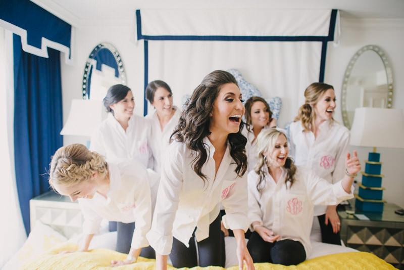sempre-perto-no-dia-do-casamento-6-maneiras-das-madrinhas-de-casamento-ajudarem-a-noiva-a-ficar-mais-calma