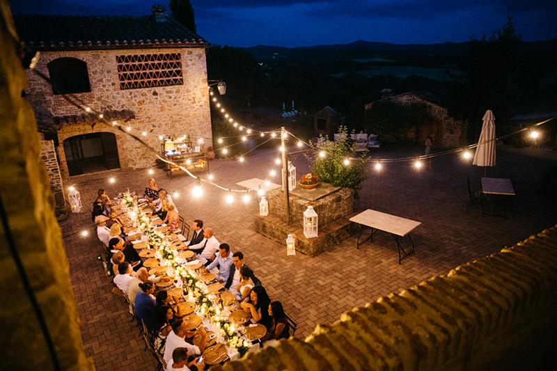129-incriveis-fotos-de-casamento-que-parecem-obras-de-arte-casando-em-um-lugar-paradisiaco-mesa-dos-convidados