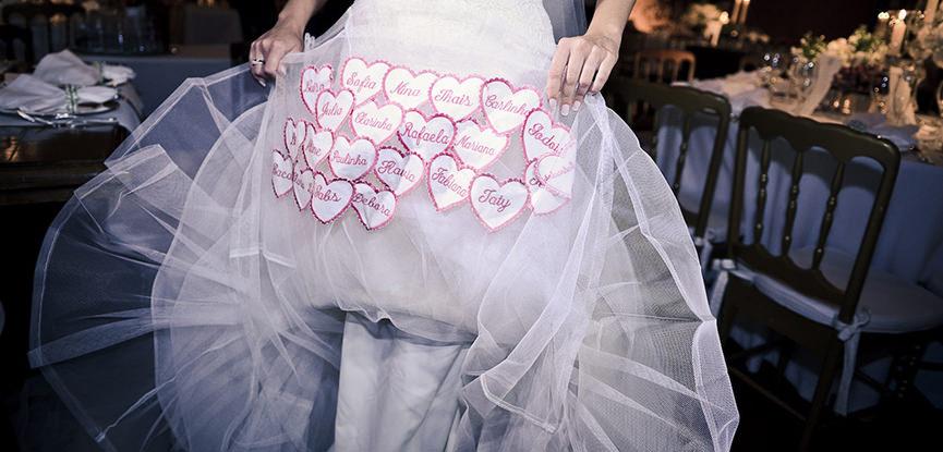 supersticao-de-noivas-nomes-na-barra-do-vestido-capa