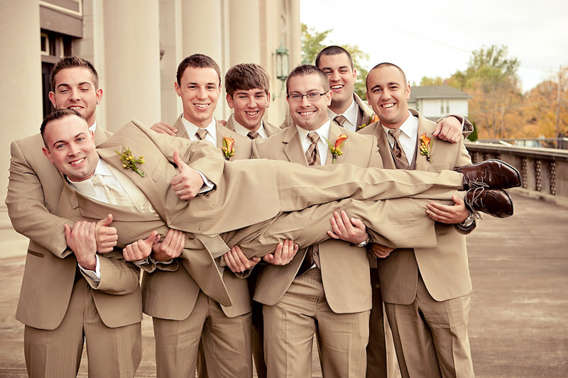 02-fotografia-casamento-divertida-noivo-padrinho