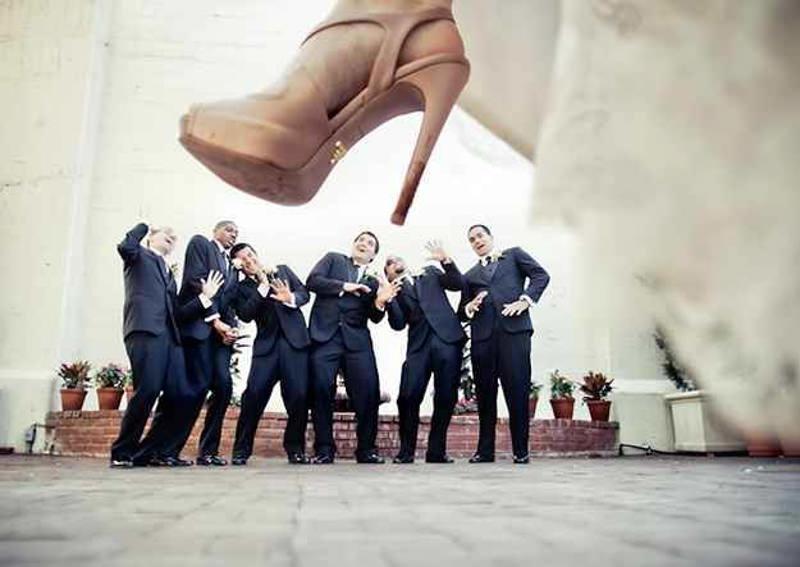 04-fotografia-de-casamento-noiva-convidados-divertido