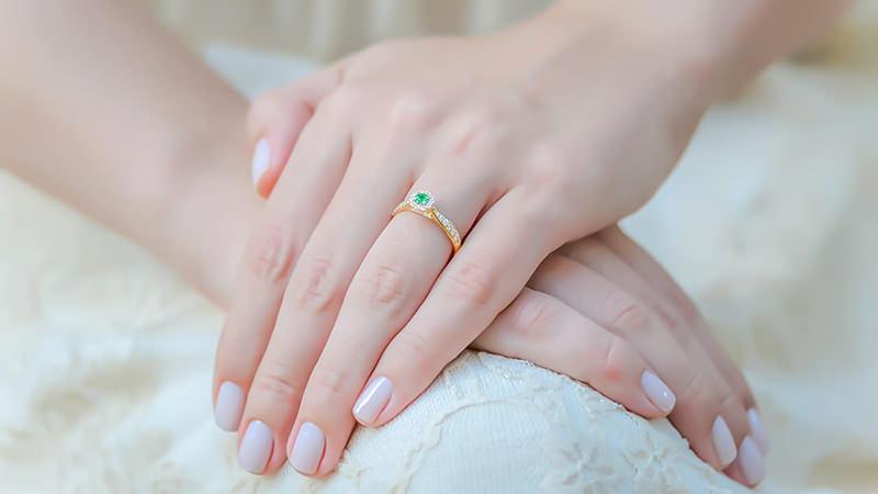 anel-de-formatura-noivado-esmeralda