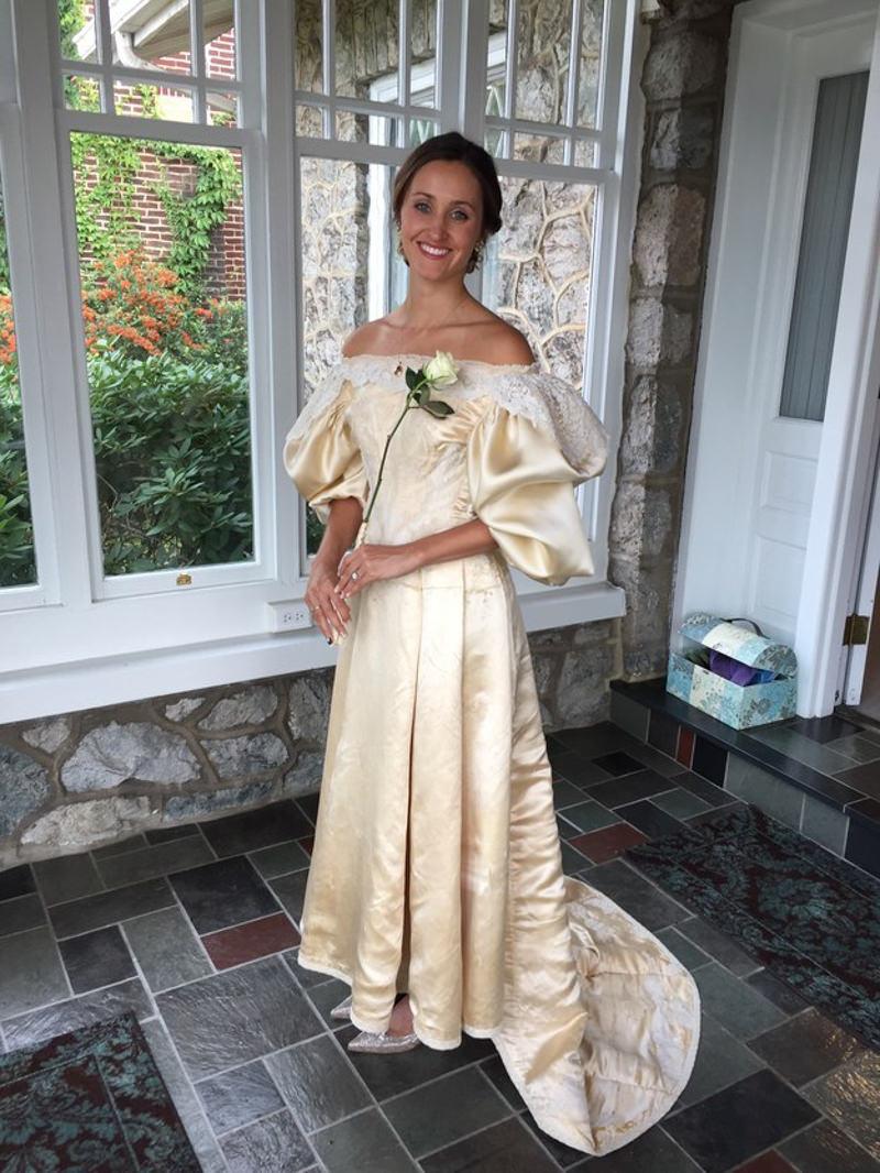 69adae1663 A história de um vestido de noiva de 120 anos que foi ao altar 11 ...