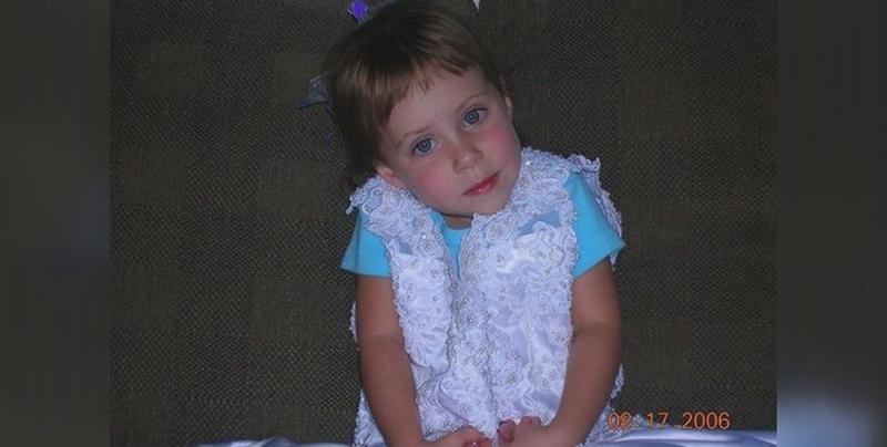 crianca-vestido-de-noiva-mae-3-anos