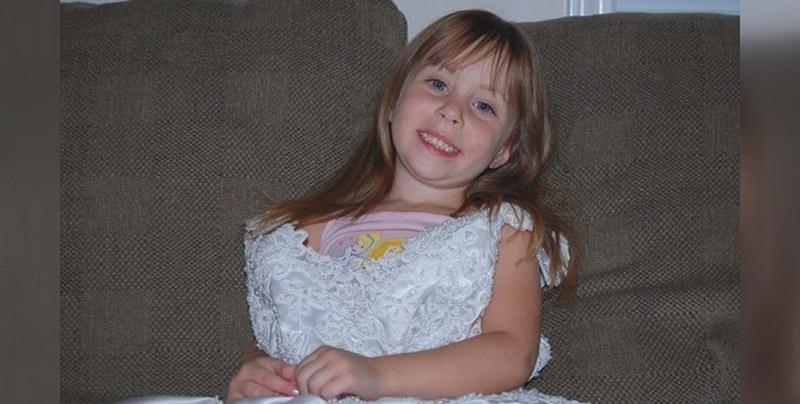 menina-vestido-de-noiva-mae-4-anos