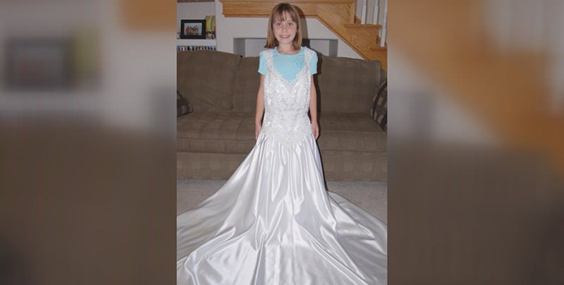 menina-vestido-de-noiva-mae-7-anos