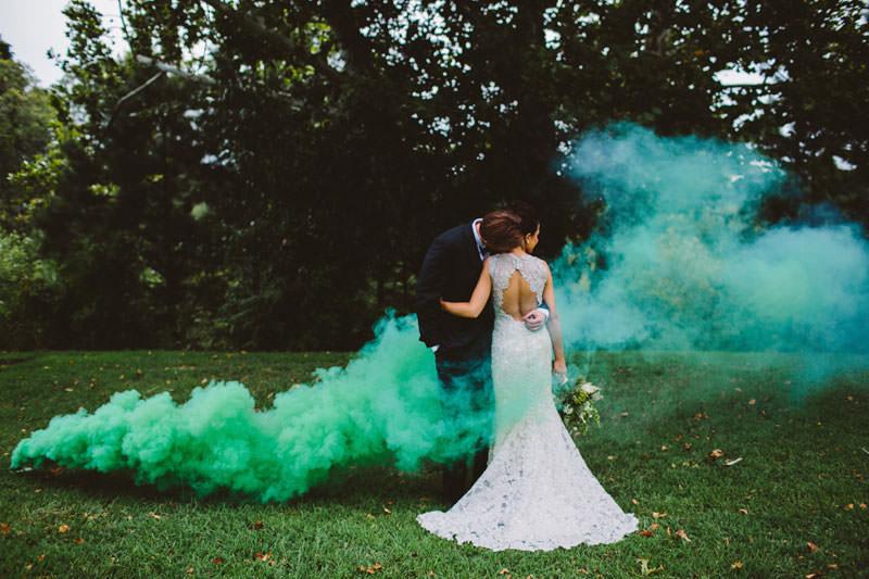 bomba-de-fumaça-casamento-casal