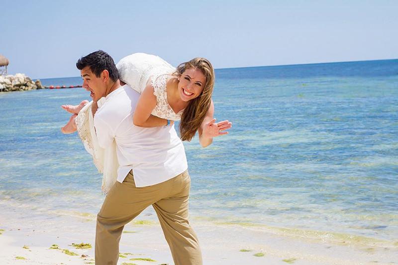 casal-ensaio-trash-the-dress-praia