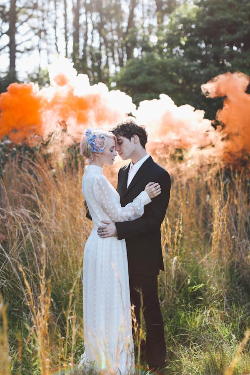 casamento-bomba-de-fumaça-smoke-bomb-casal-noivos