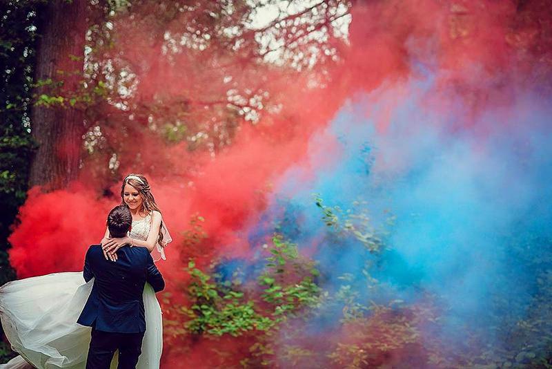 casamento-casal-fumaça-colorida-smoke-bomb