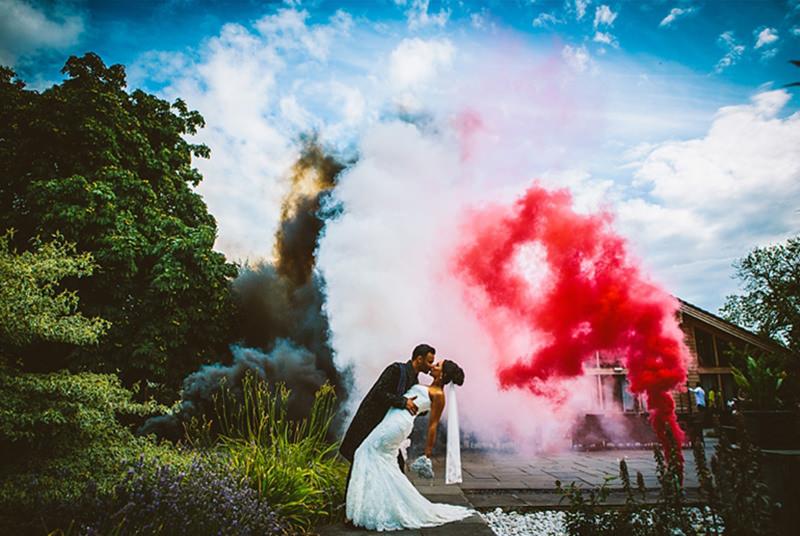 fumaça-colorida-casamento-smoke-bomb