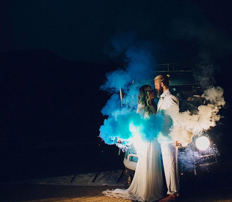noite-casamento-fumaça-colorida