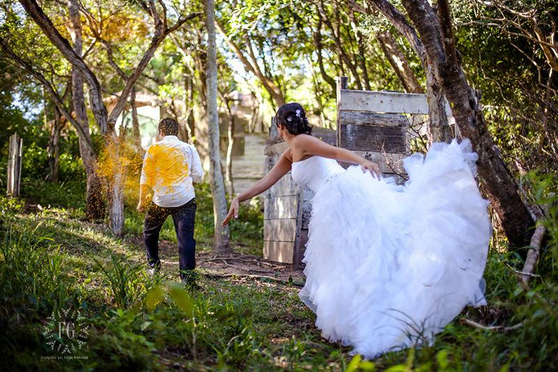 noiva-noivo-tinta-casal-ensaio-trash-the-dress