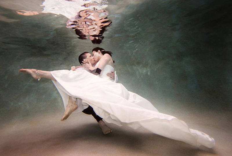 trash-the-dress-casal-beijo