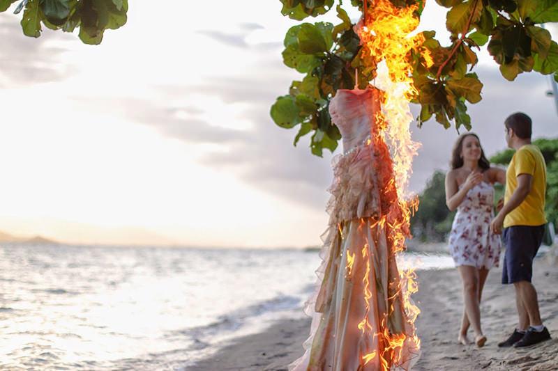 vestido-praia-trash-the-dress-casal-fogo