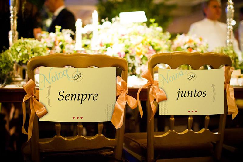 noiva-noivo-sempre-juntos-cadeira-casamento