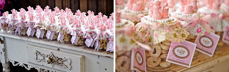 03-cha-de-panela-tema-rosa-biscoitos-lembranca