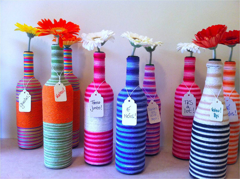 garrafas-decoradas-com-barbante-e-flores-lembrancinha-cha-de-panela-e-casamento
