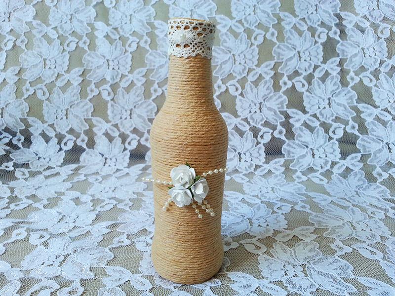 garrafas-decoradas-com-barbante-e-flores-para-decoracao-e-lembrancinha-de-casamento