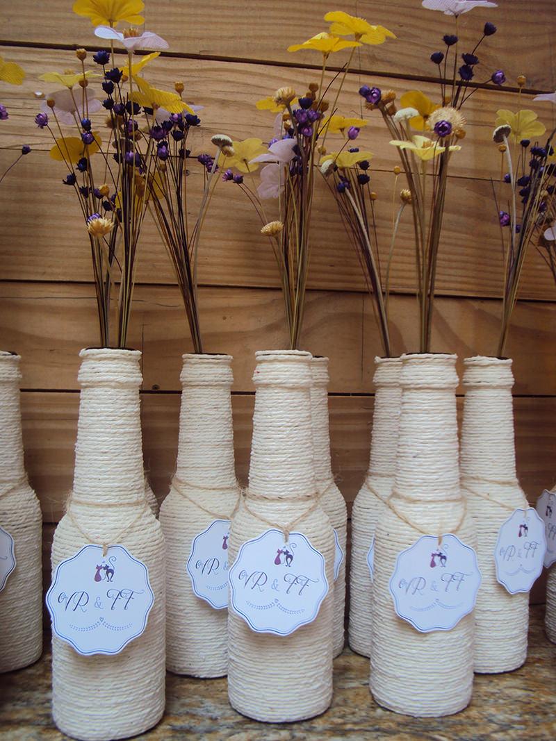 garrafas-decoradas-com-barbante-para-casamento-e-cha-de-panela