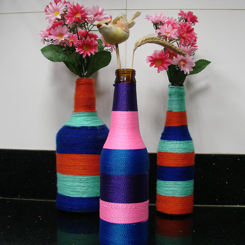 garrafas-decoradas-com-flores-barbante-decoracao-lembrancinha-casamento-cha-de-panela