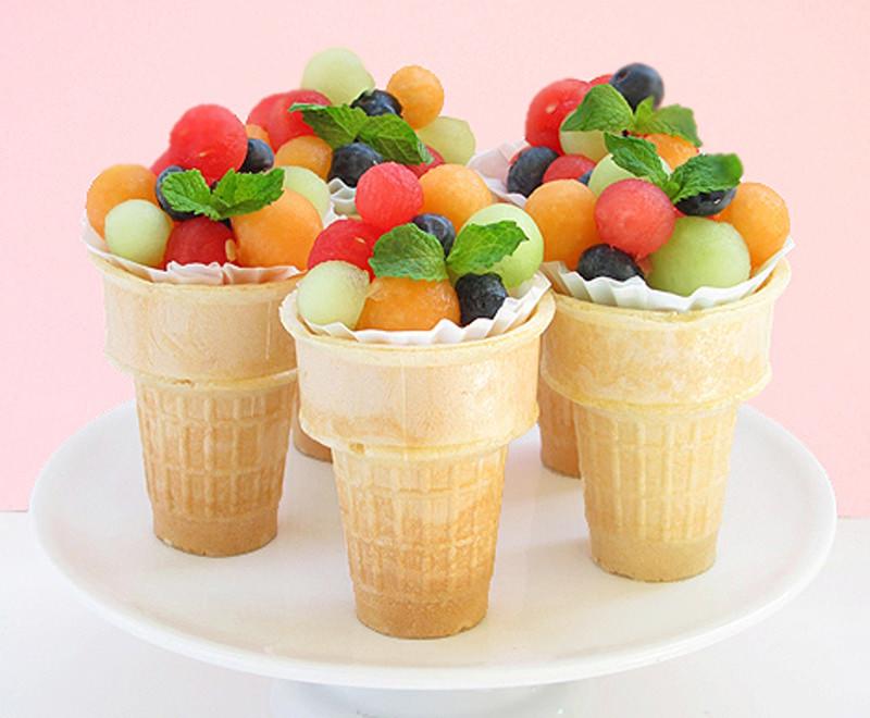 bolinhas-de-frutas-na-casquinha-para-servir-no-casamento