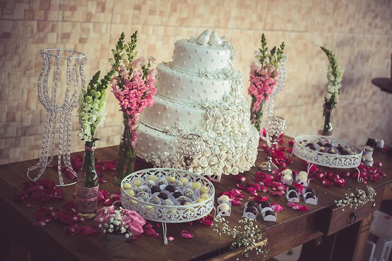 inspiracao-mesa-de-bolo-de-casamento-ideias-decoracao-mesa-de-doces-6