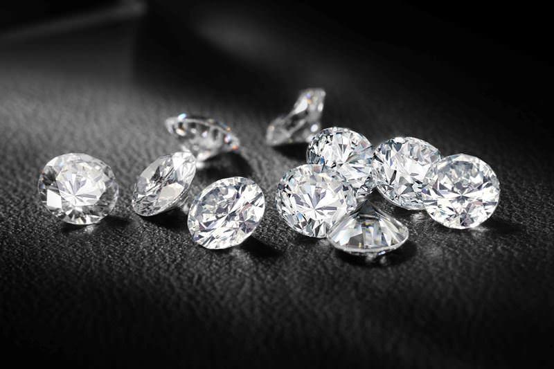 coisas-que-voce-deveria-saber-antes-de-comprar-um-anel-de-noivado-diamantes