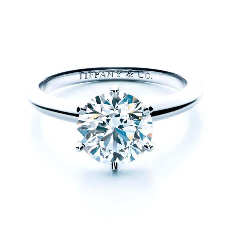 coisas-que-voce-deveria-saber-antes-de-comprar-um-anel-de-noivado-solitario-tiffany