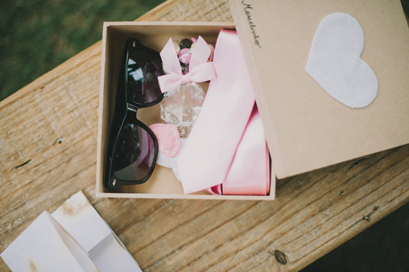 tutorial-caixa-decorada-para-lembrancinha-dos-padrinhos-inspiracao-presente-oculos-e-gravata