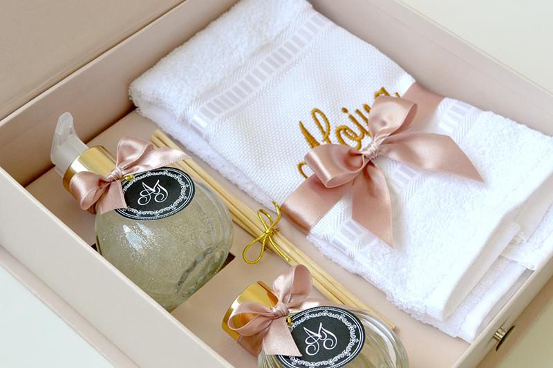tutorial-caixa-decorada-para-lembrancinha-dos-padrinhos-inspiracao-presente-toalha-de-rosto-e-sabonete