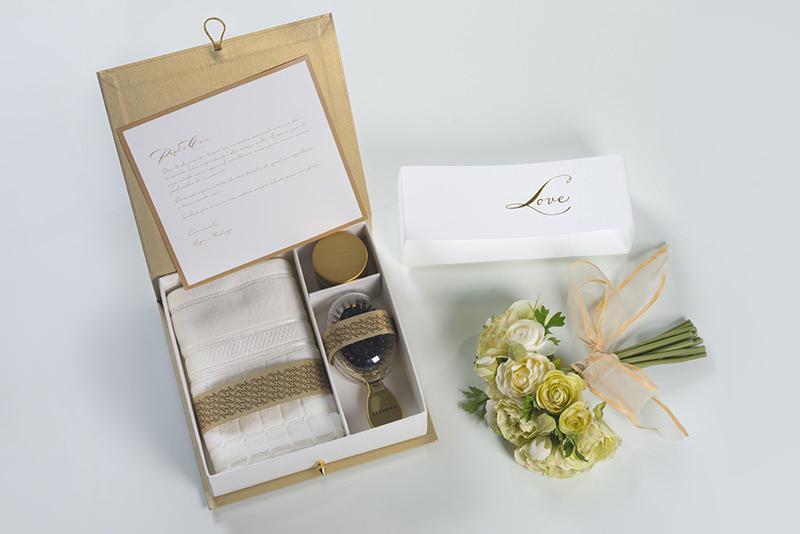 tutorial-caixa-decorada-para-lembrancinha-dos-padrinhos-inspiracao-presente-toalha-e-escova