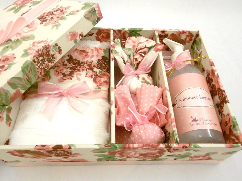 tutorial-caixa-decorada-para-lembrancinha-dos-padrinhos-inspiracao-presente-toalha-sabonete-liquido