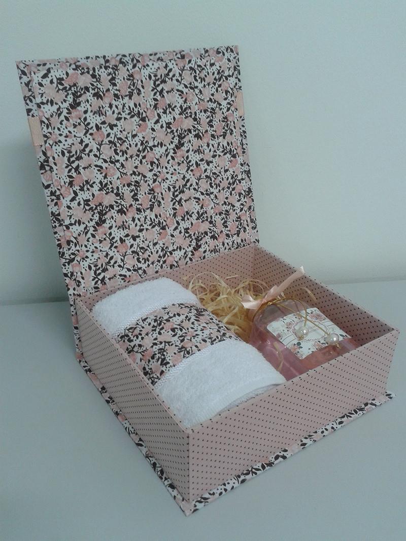 tutorial-caixa-decorada-para-lembrancinha-dos-padrinhos-inspiracao-presente-toalhinha-e-agua-de-cheiro